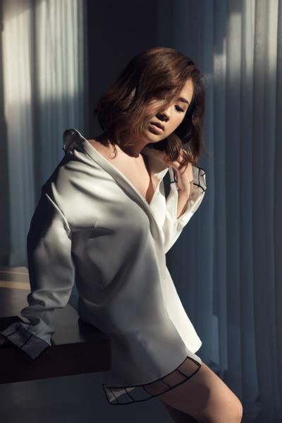 Phong cách đơn sắc gợi cảm của fashionista trâm nguyễn