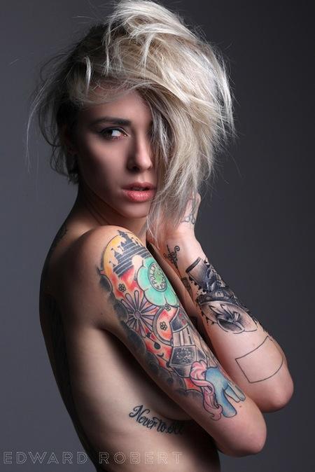 Ngắm hình xăm ngực siêu gợi cảm của hot girl mỹ alysha nett